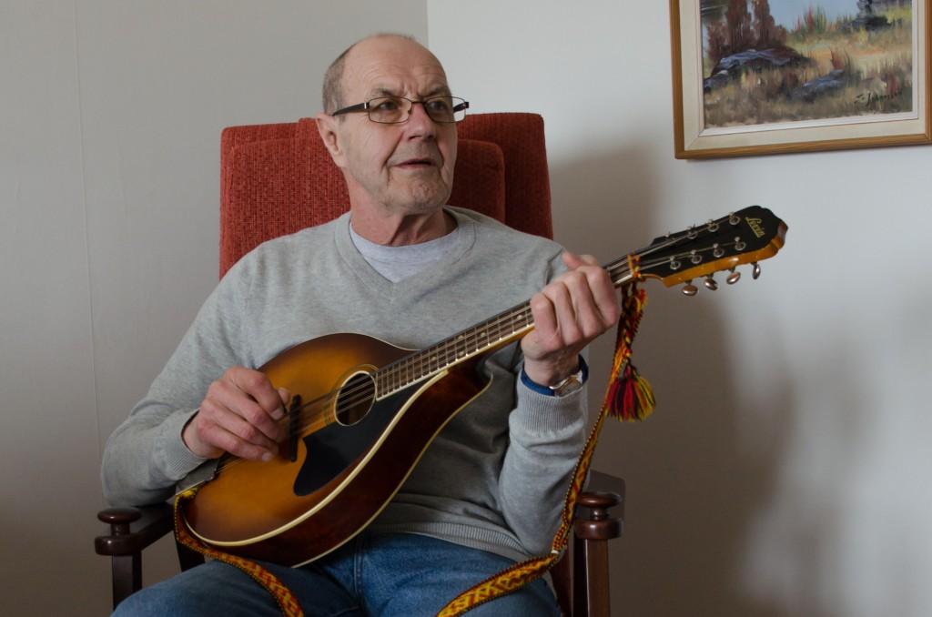 Binge Öhman med Levin mandolan