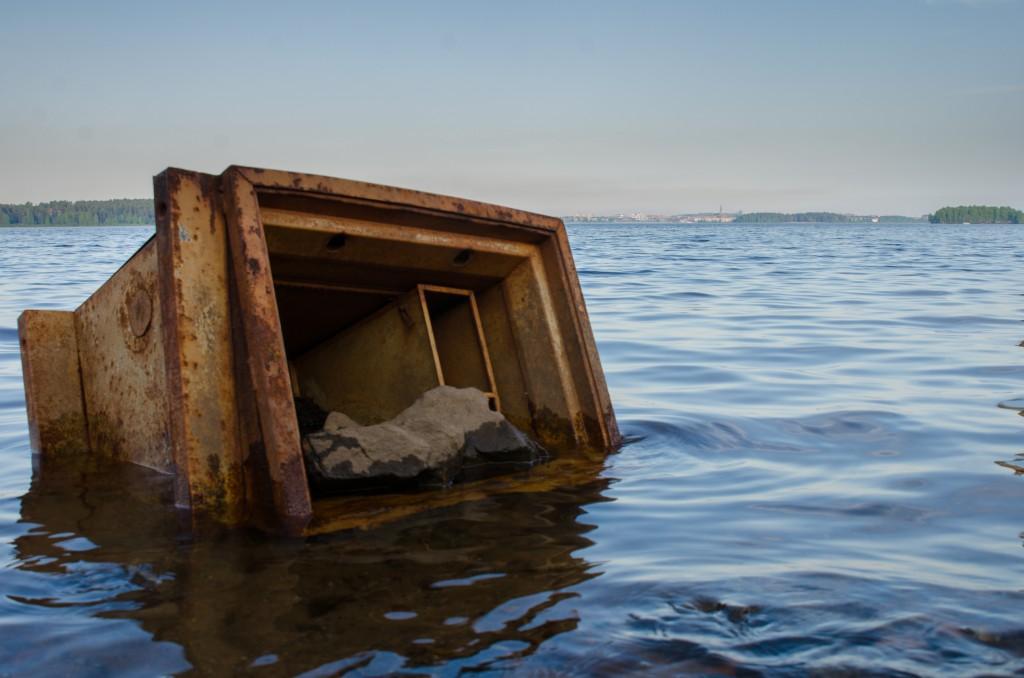 Plåtskrot vid kajen vid Tyskmagasinen i Luleå. Det kommer fram vid lågvatten...