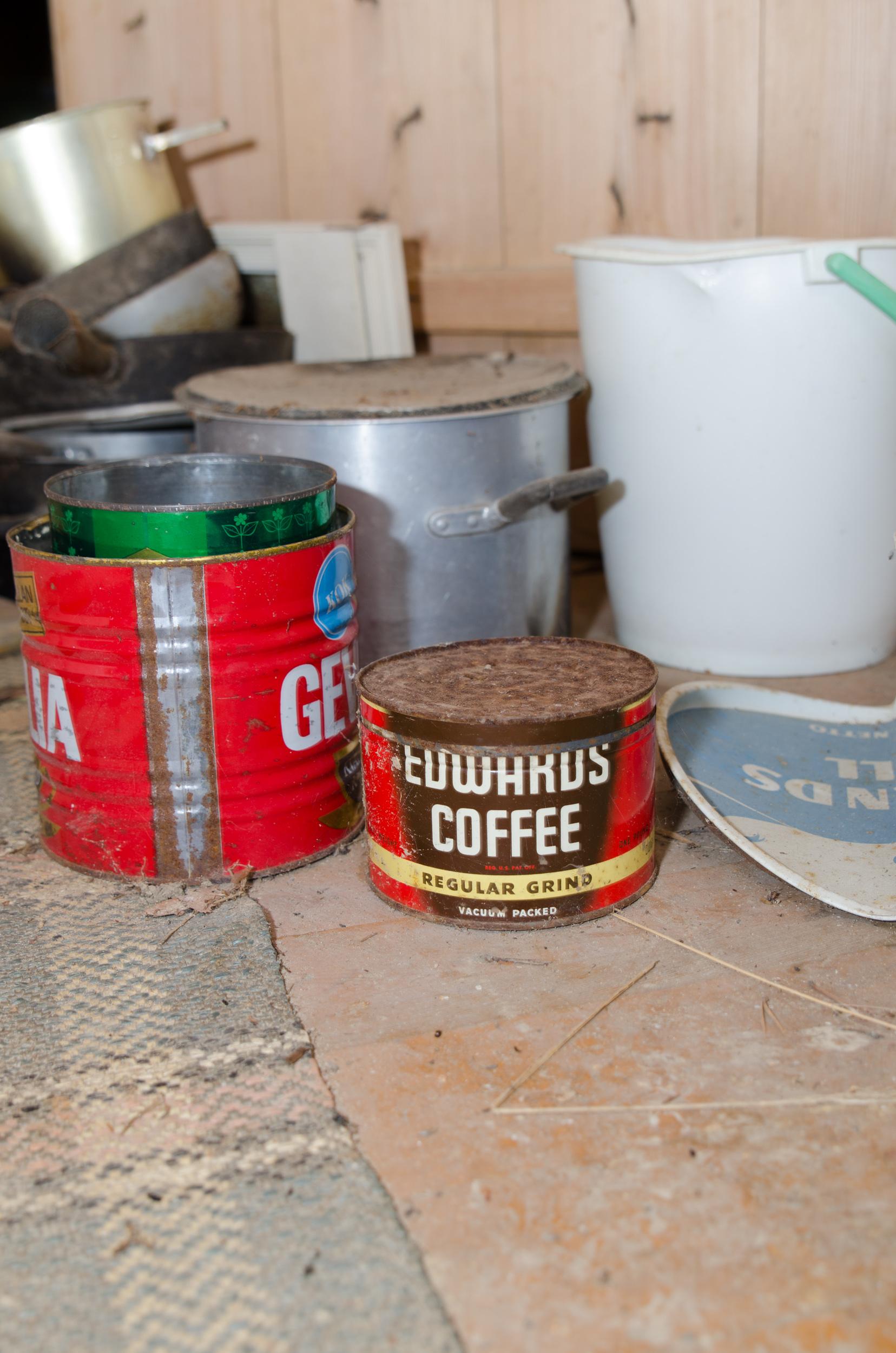 Ödehus i Övertorneå. Vissa varumärken har överlevt, inte andra. Någon som druckit Edwards Coffee?