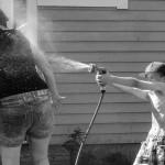 Simon 7 år. Vattenkrig.