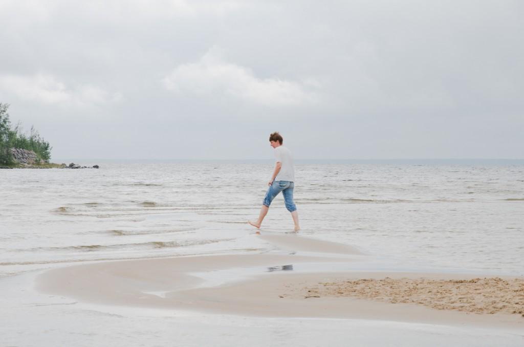 Lotta på stranden på Lulnäsudden strax utanför Luleå.