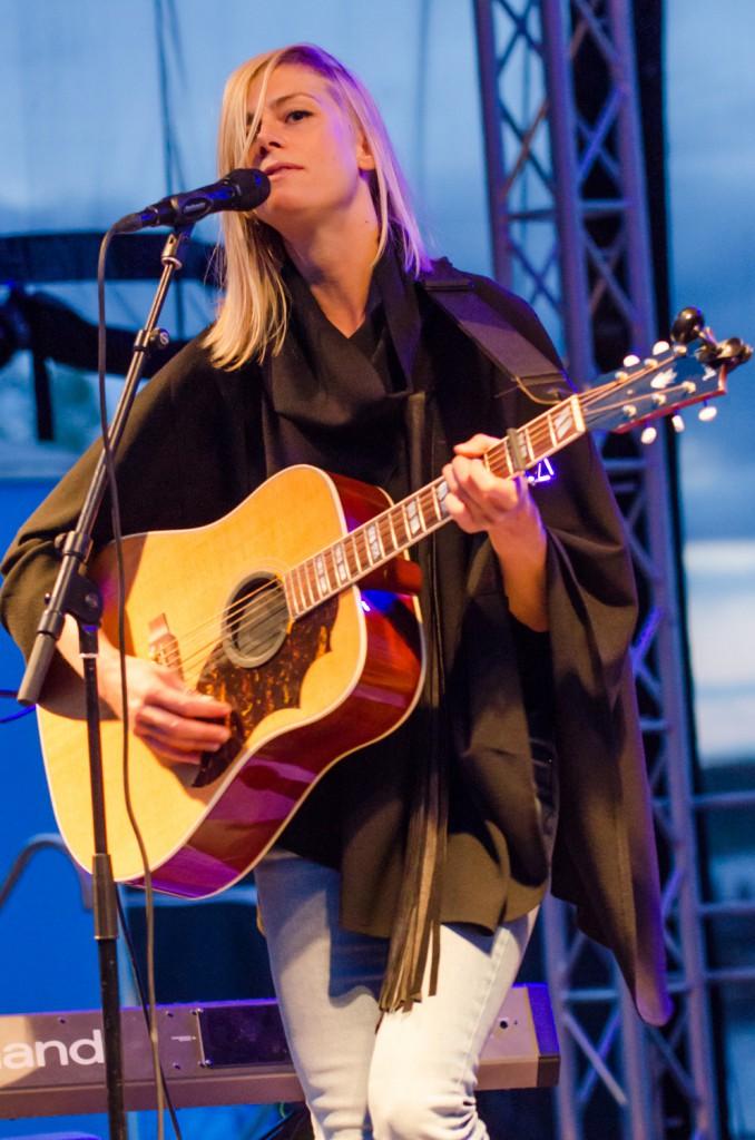 Anna Ternheim på Musikens Makt 2014. Även bilder på Nicole Sabouné och deras ösiga konsert!