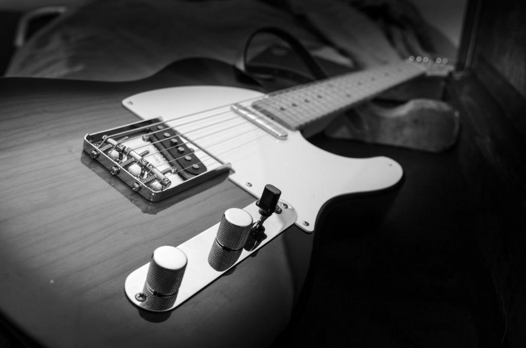 En ny familjemedlem har hittat hem... en Fender Telecaster Vintage -58. Eftersom den är grymt snygg passar den bra in i familjen. Välkommen!