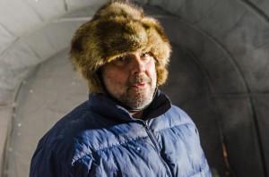 Tim måste ha en ängels tålamod, jag var och dokumenterade bland annat några dagar under julen och varje gång stod han och jobbade i sitt kalla tält. Om han inte var inne och höll på med sitt nya instrument.