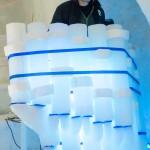 Under tiden det jobbades i igloon sprang det hela tiden folk som ville intervjua personer om Ice Music. Här är det ett tyskt tv-bolag på besök. Anton Backe demonstrerar rolandofonen.