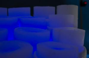 Nu börjar man ana den mystiska känslan. Med mycket ledbelysning i härliga färger ändras karaktären i salen markant! Här lyser rolandofonen.