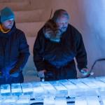 Tim Linhart och Tyler Voelz testar xylofonen.