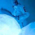 Tyler Voelz testar trummorna.