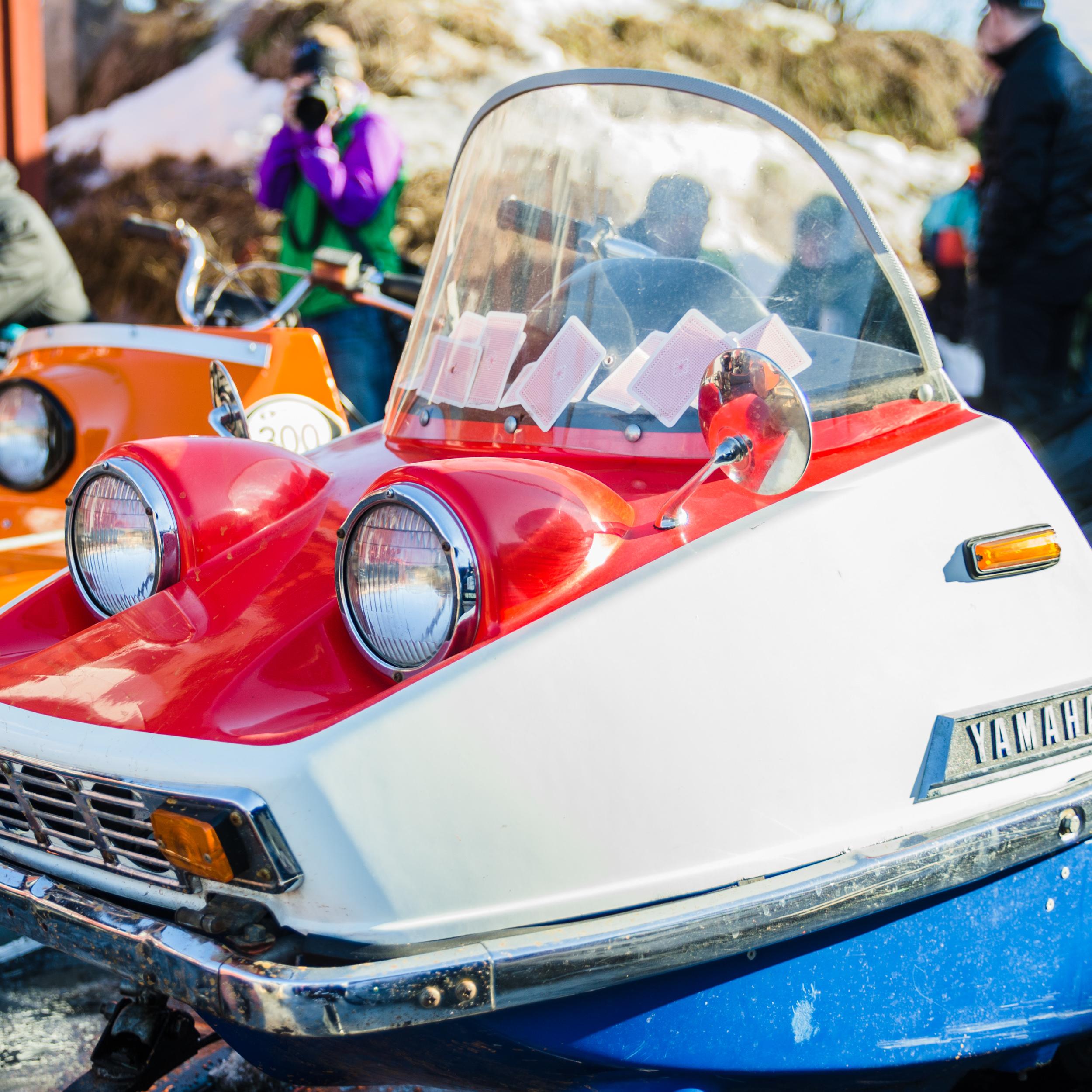 Skoter- och mopedutställning på Ruter Retro Café i Boden.