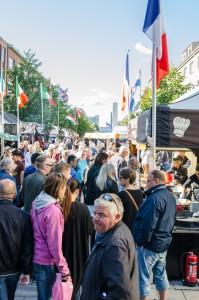 Internationella matmarknaden i Luleå. Mycket folk i rörelse!
