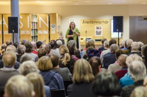 Maja Hagerman föreläste om rasbiologi. Jo, det var fullsatt!