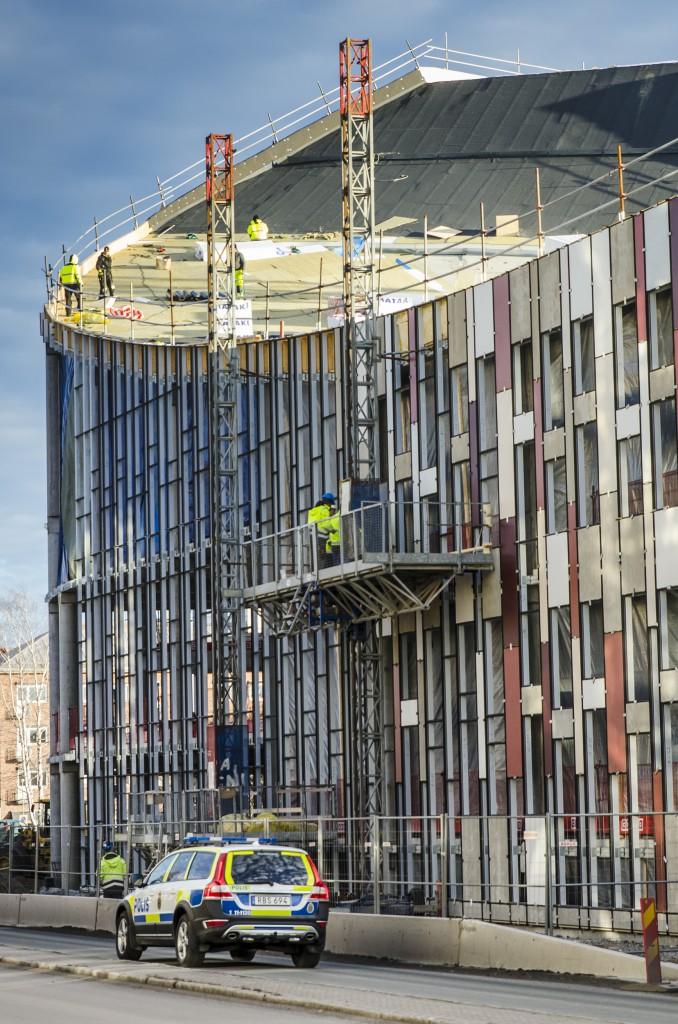 Nya Teliahuset på Sandviksgatan i Luleå tar form. Bara konstatera att jag valde rätt jobb. Jag hade inte velat stå längst ut på taket, inte utan blöja i alla fall.