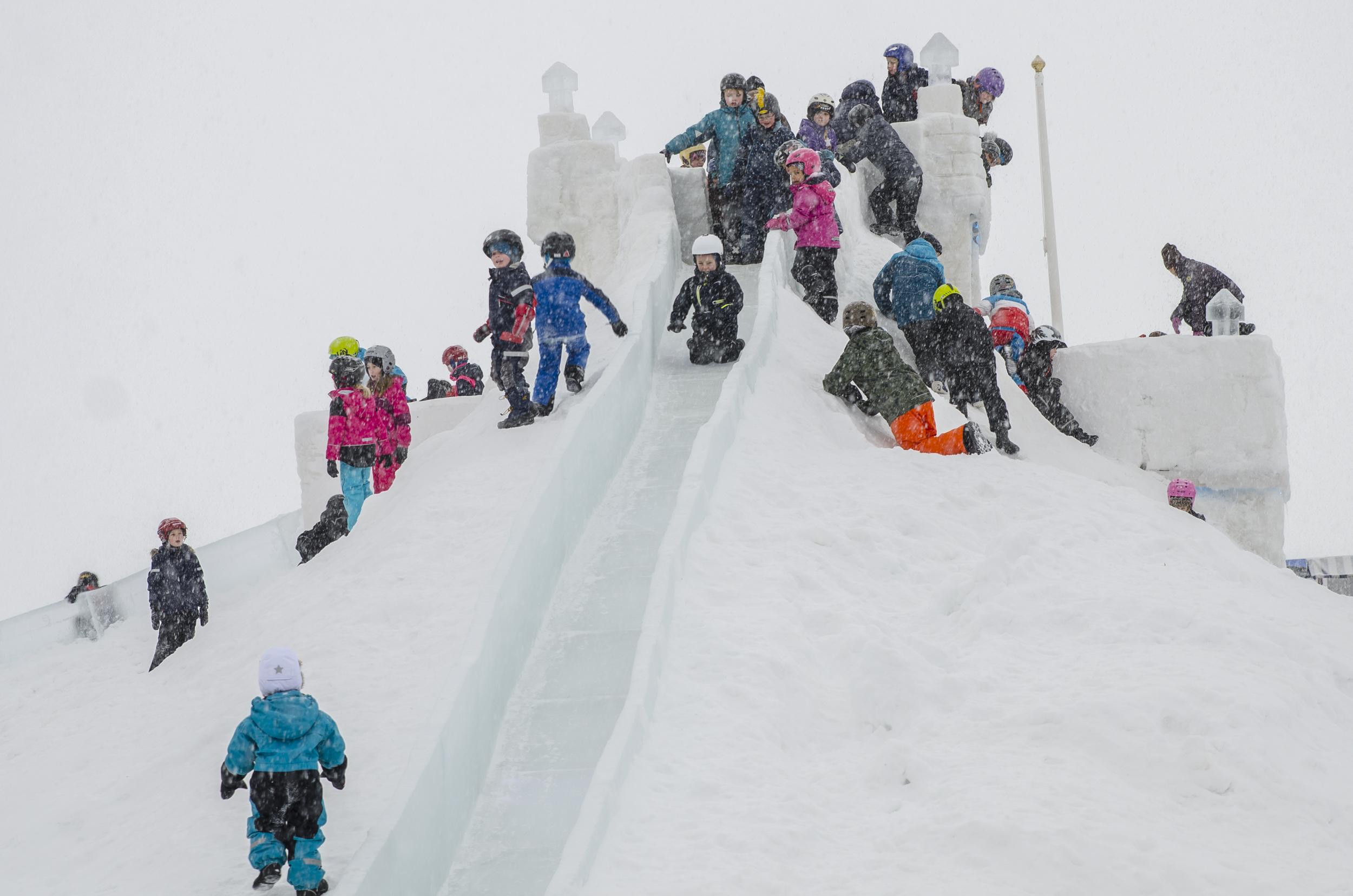 Succé för isborgen i Södra hamn