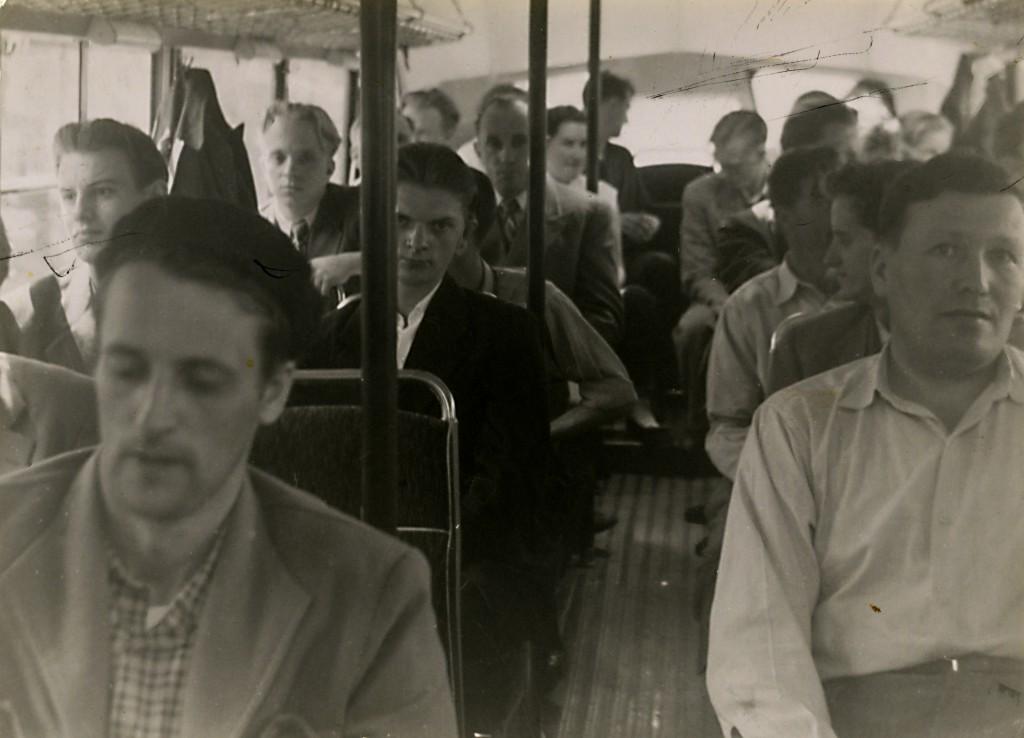 Bussresa. Kan det vara från bussen till sanatoriet eller är det en utflykt?