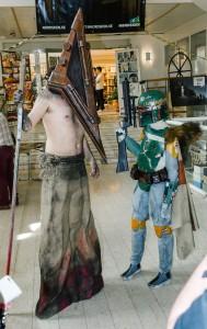 Pyramid Head från spelserien Silent Hill och Boba Fett. Nordsken, Skellefteå.