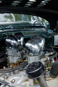 Almond Road Meet, Sävast. Oldsmobile Rocket 88. Jag måste öppna huven på Hyundaien och kolla om jag har så snygga luftintag!