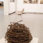 Sandgrund, Lars Lerin.  Allt kan bli konst, äen taggtråd i form av ett getingbo?