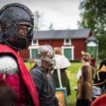 Medeltidsdagarna på Hägnan i Gammelstad. Laddade riddare och hjältar.