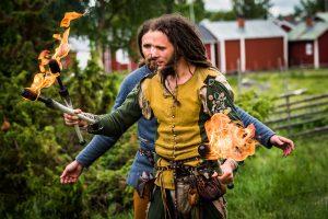 Medeltidsdagarna på Hägnan i Gammelstad. Gycklargruppen  Phire underhöll, här med eld...