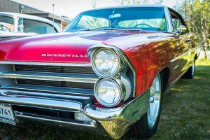 Almond Road Meet 2017. Pontiac Bonneville, inget för mitt garage, fysiskt alltså, halva bilen hänger utanför...
