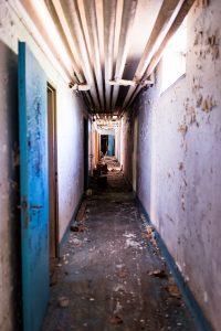 Morjärvs Ullspinneri. En ganska sliten korridor. Och det luktade inte parfym!