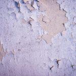 Morjärvs Ullspinneri. När väggarna ser ut så här kan man ana att det är ganska mycket fukt i väggarna...