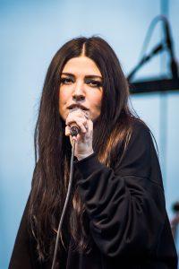 Shpresa Lleshaj i bandet Flora Cash på Musikens makt 2017.