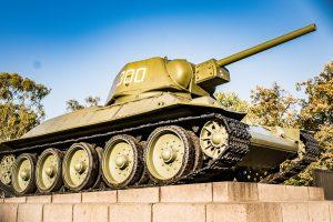 Ännu ett monument, nu Sowjetisches Ehrenmal Tiergarten i Berlin, till minne över dödsoffer ur Röda armén som stupade i kriget.