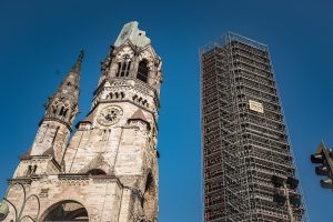 """Kaiser Wilhelm Memorial Church har blivit ett monument över krigets fasor. Den kallas även  """"Den ihåliga tanden"""", jag förstår varför!"""