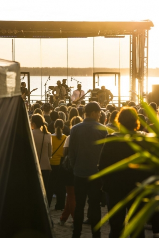 Johan Airijoki på Strandscenen, Gultzauudden, vackraste scenen när solen skiner.