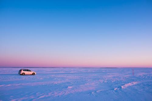 Luleå skärgård en tidig morgon i mars. Det hade passat bättre med en ren, röd Jaguar eller något annat roligt än Hyundaien, men vad gör man?