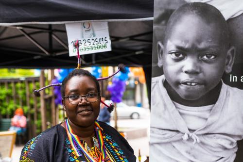 En hedersvärd kvinna som skickar pengarna till behövande barn! Luleå Pride 2018.