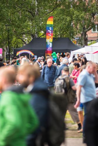 Man var inte ensam i stadsparken under lördagen. Luleå Pride 2018.