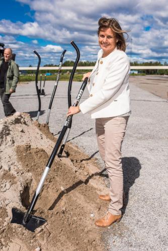 Isabella Lövin (MP) är inte rädd för att ta i!