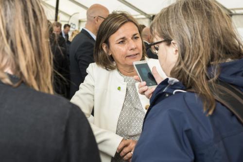 Isabella Lövin, här med Norrbottens Media i fokus.