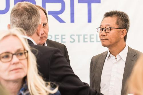 Allvarliga diskussioner mellan Stefan Löfven, ? och Martin Pei, Teknisk direktör SSAB