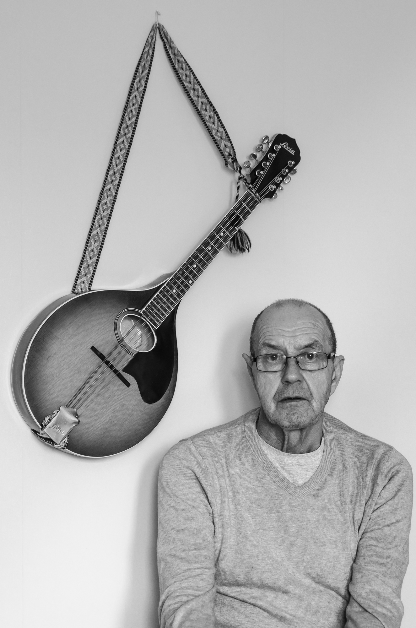 Binge Öhman med Levin mandola