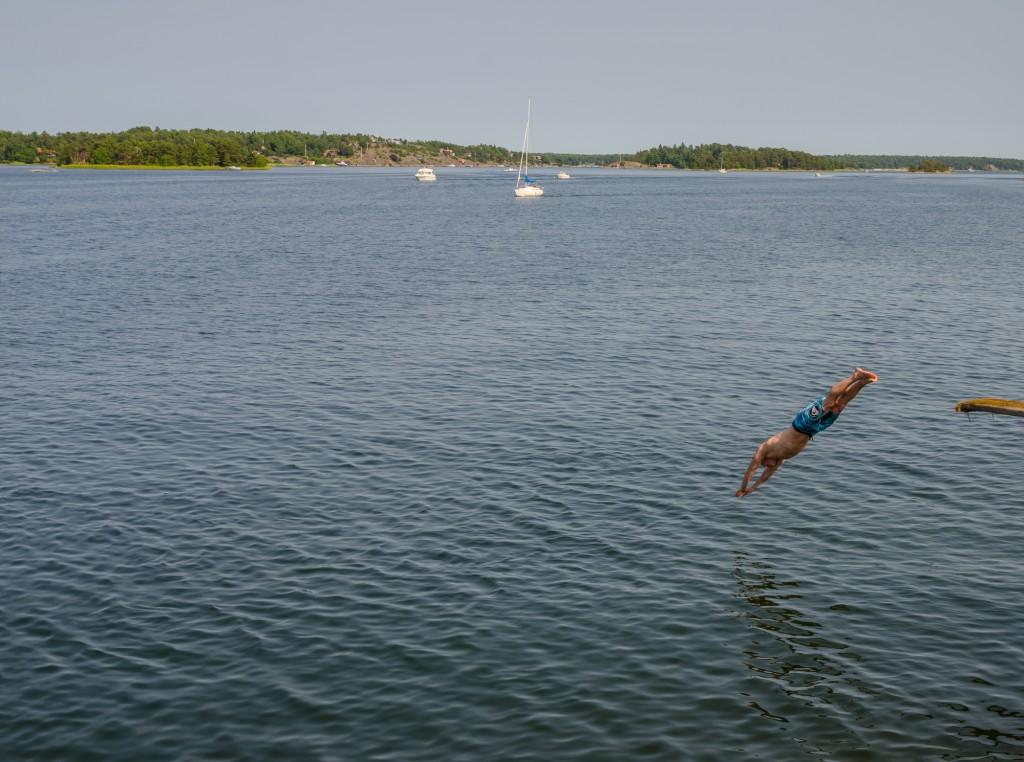 Snyggt dyk på en badstrand i Stockholm.