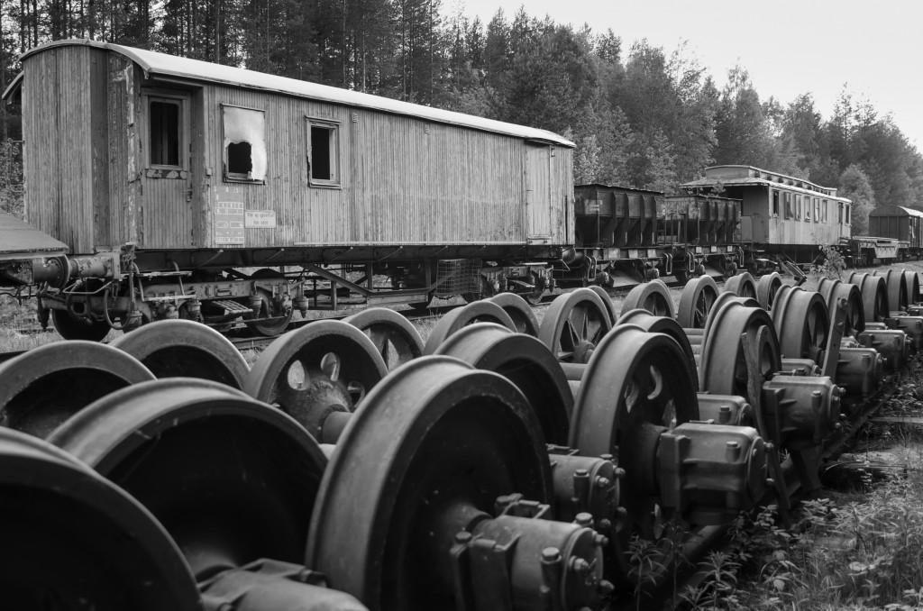 Järnvägsvagn och hjulaxlar vid Tyskmagasinen Luleå.