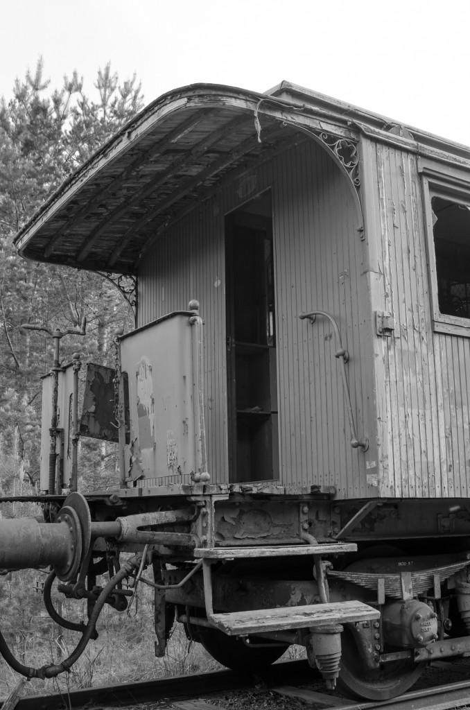 Järnvägsvagn vid Tyskmagasinen Luleå. Man kan ana den forna glansen med det vackra överbyggda trädäcket.