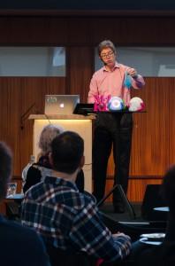 Peter Parnes inspirerar om datadriven konst och interaktionsteknik på Vetenskapens Hus i Luleå.