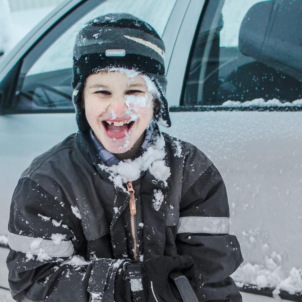 Inga ledsna miner trots snö fulla ansiktet!