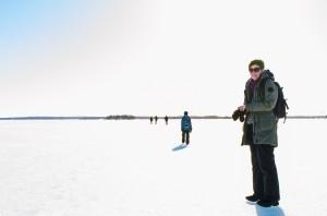 Hela familjen på väg mot Gråsjälören utanför Luleå.