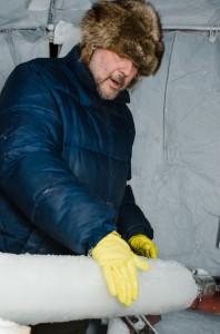 Det är kallt för händerna att hålla på med  detta, det gäller att ha så bra utrustning som möjligt.