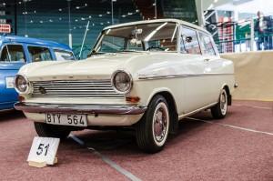 Fordon genom tiderna - Björknäshallen Boden. Till och med en Opel kadett kan ju se riktigt fin ut från rätt håll!