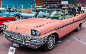 Fordon genom tiderna - Björknäshallen Boden. Chrysler New Yorker 1958. Lite Barbie  över färgen men grymt snygg modell!