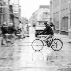 Regn i Luleå. Misstänkt cyklist.