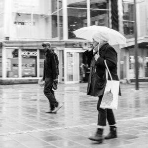 Regn i Luleå. Lite internationellt stuk på något vis. Kamske för att jag hörde de pratade engelska.