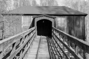 Järnvägen gick raka vägen in i ugnen. Mycket svalor eller flugsnappare var det! De trivdes inne i huset!