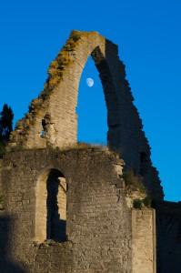 Visby. Fångade månen i en ruin...